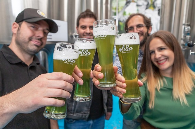 世界でもっとも緑色に輝く「オリーブビール」はどんな風味なのか?<br />【オリーブ世界一の国 スペインから】